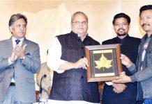 """Governor Satya Pal Malik felicitating participants of """"Swachhta Hi Seva"""" campaign on Tuesday."""