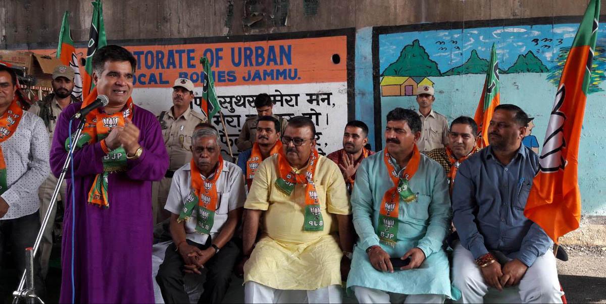 BJP State President Ravinder Raina addressing election meeting in Vijaypur on Thursday. - Excelsior/Gautam
