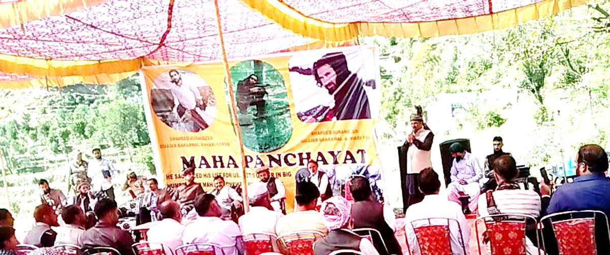 A speaker addressing the Gujjar-Bakerwals and Pahari community during Mahapanchayat of SACGBPF at Salani in Poonch.