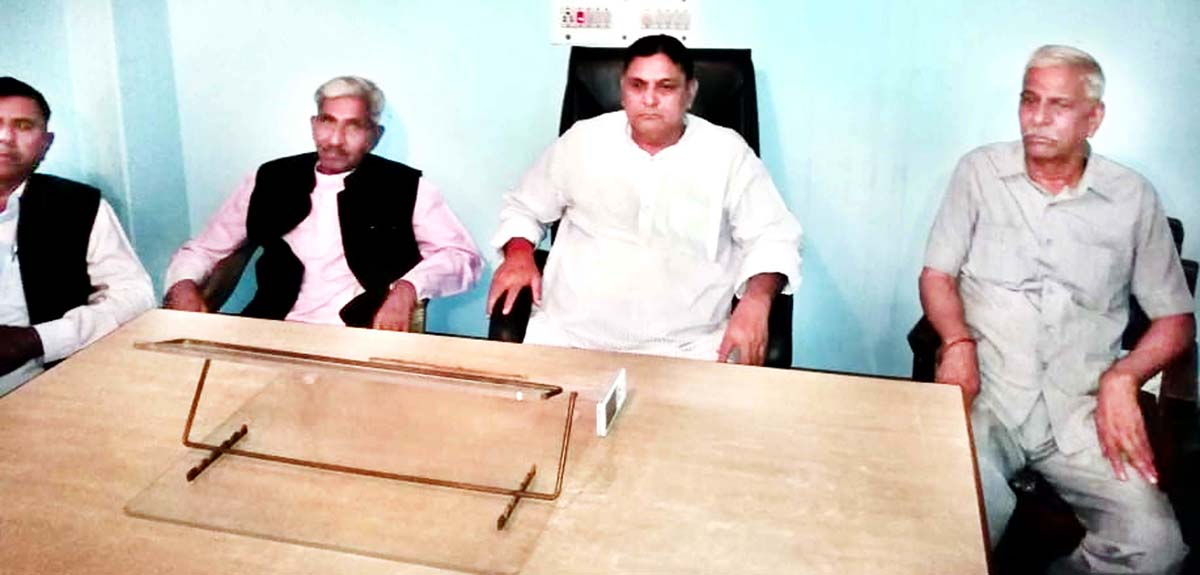 Ex-MP Madan Lal Sharma addressing workers' meeting in Jammu on Sunday.