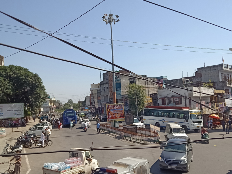 A view of Shaheedi Chowk, Kathua where the high mast light is without lamp. —Excelsior/Pradeep