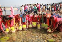 Devotees immersing 'Saakh' in river Tawi at Jammu on Thursday. -Excelsior/Rakesh
