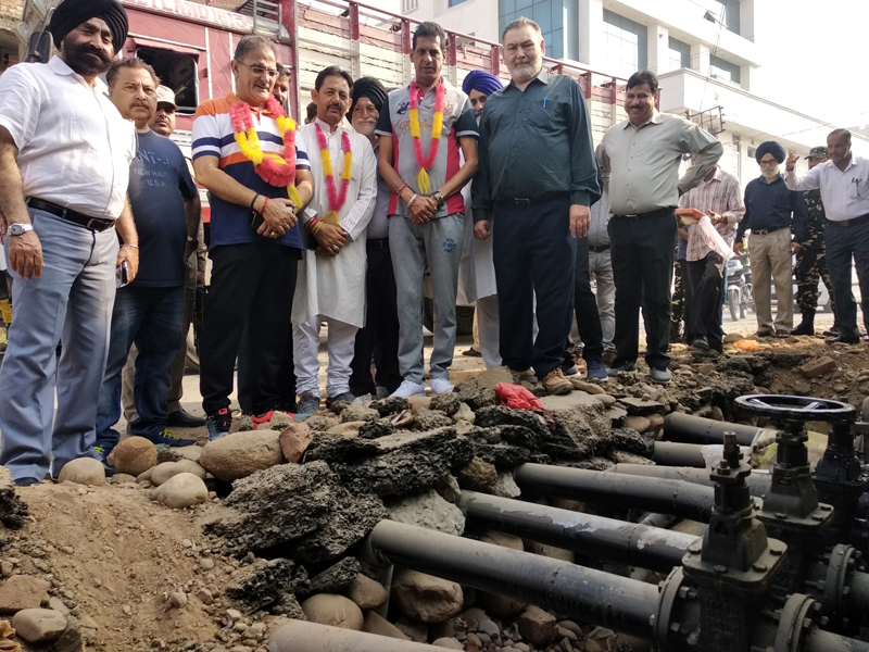Former Deputy CM, Kavinder Gupta kick starting work of water supply in Bathindi on Wednesday.