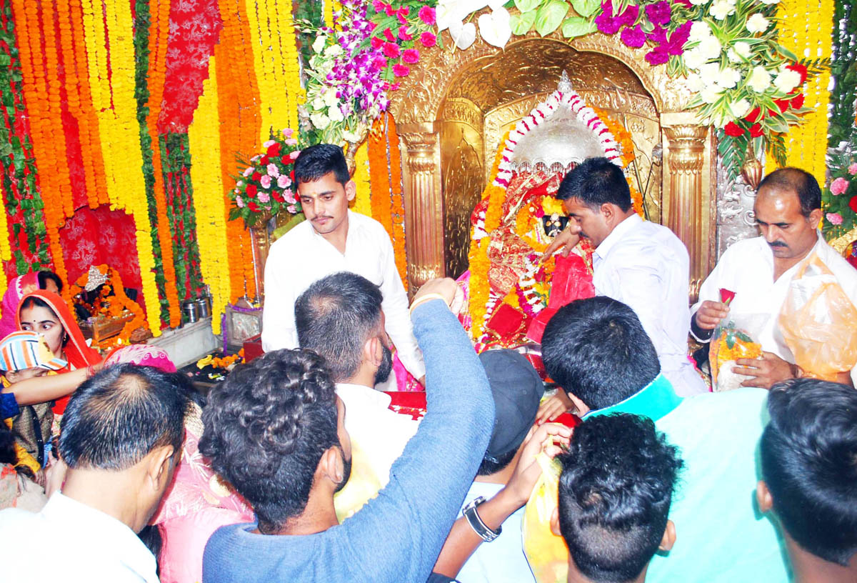 Devotees paying obeisance at holy Bawe Wali Mata Temple on First Navratra on Wednesday. -Excelsior/ Rakesh