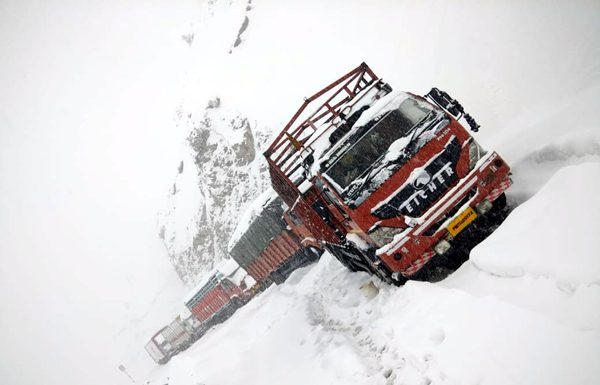 Stranded trucks on Mughal Road in Poonch on Friday. -Excelsior/Bali