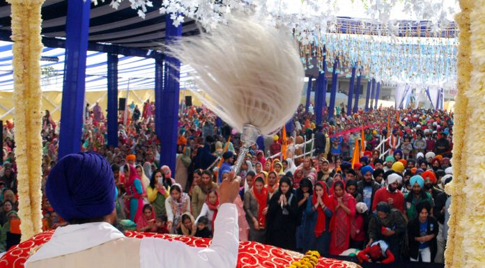 Sikh devotees paying obeisance to Guru Granth Sahib during Gurupurab function at Jammu on Friday. -Excelsior/Rakesh