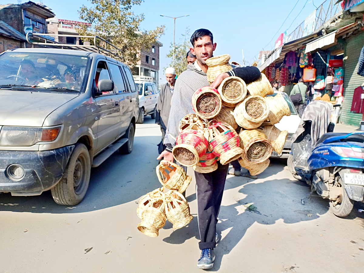 It's 'Kangri' time in Kashmir in view of extreme cold. -Excelsior/Sajad Dar