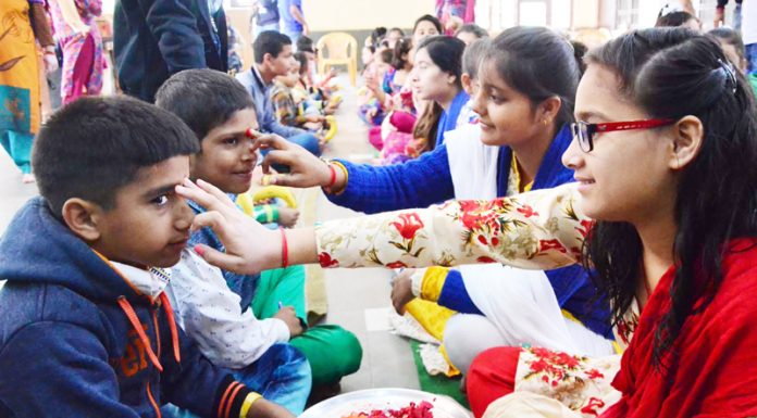 Day reflecting brother-sister bond (bhaiya dhooj) being observed at Ved Mandir in Jammu on Friday. —Excelsior/Rakesh