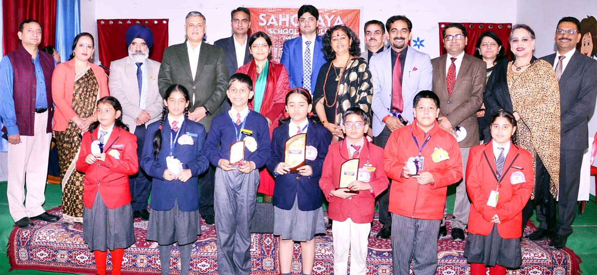 Winners of Sahodaya Inter-School Hindi Debate Competition and dignitaries posing for group photograph.