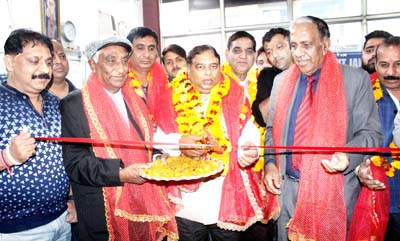 BJP MLA Jammu West Sat Sharma inaugurating Spinal Therapy Clinic at Fitness Planet Gym.