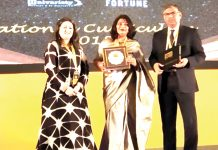Neetu Johri, Pre Primary Coordinator of Jodhamal Public School receiving Top 50 Schools Shaping Success award.