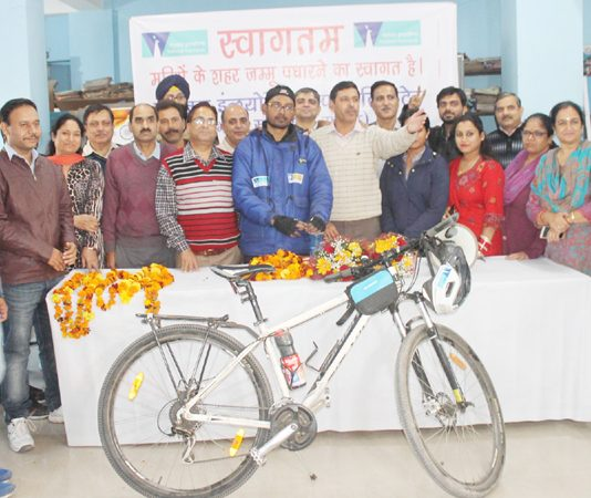 Kolkata based cyclist, Samrat Moulik on expedition to Kanya-kumari welcomed in Jammu on Tuesday. — Excelsior/Rakesh