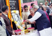 Governor SP Malik paying floral tributes to former J&K Finance Minister, G L Dogra at a function in Jammu on Tuesday. -Excelsior/ Rakesh