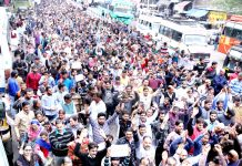 PHE daily wagers taking out large protest rally towards Civil Secretariat in Jammu on Monday. -Excelsior/Rakesh