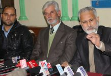 Private Schools Association members addressing press conference at Srinagar on Tuesday. —Excelsior/Shakeel
