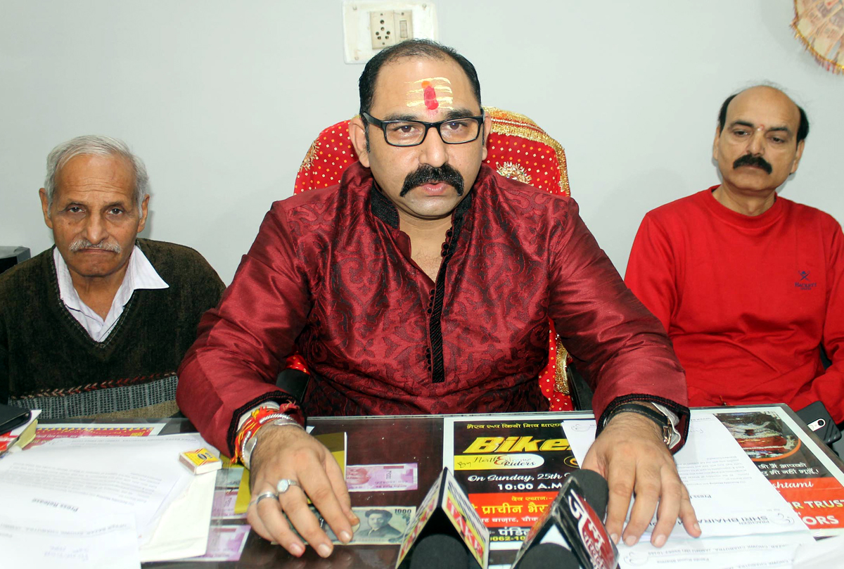 Pandit Rumil Sharma, head priest of Pracheen Kal Bharav Mandir addressing a news conference at Jammu on Saturday. —Excelsior Rakesh