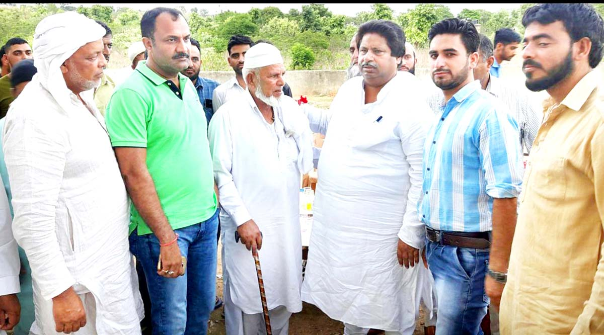 Senior Cong leader Raman Bhalla interacting with people in Chatha area on Sunday.