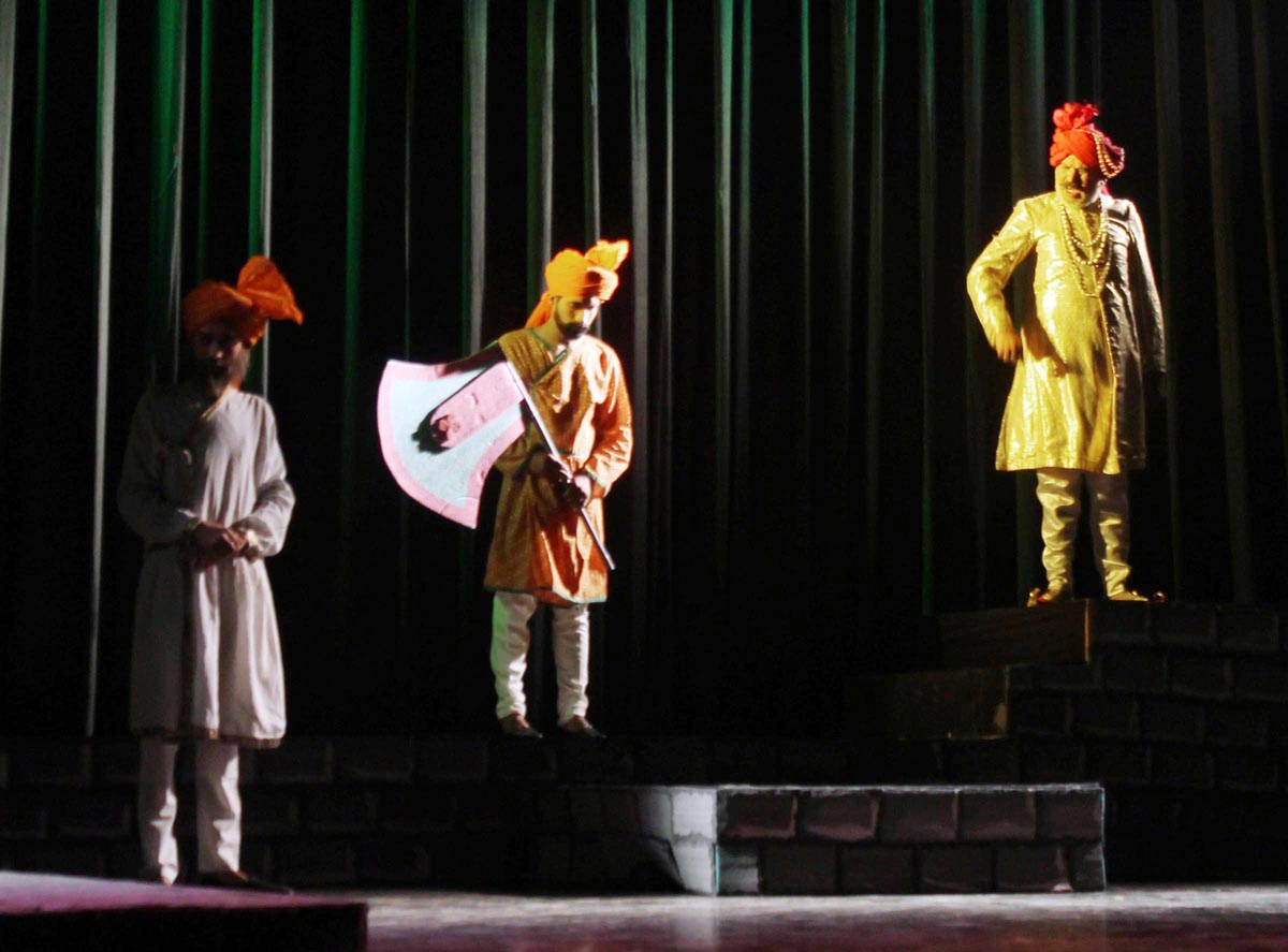 A scene from Dogri play Kunju Chanchalo staged by Unison Cultural Troupe at Abhinav Theatre on Friday. -Excelsior/ Rakesh