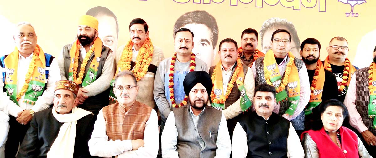 Independent councilors posing for a photograph with BJP leaders after joining Party at Udhampur on Sunday. -Excelsior/Pawan