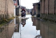 A water logged road at Arifeen Colony in Srinagar on Thursday. —Excelsior/Shakeel