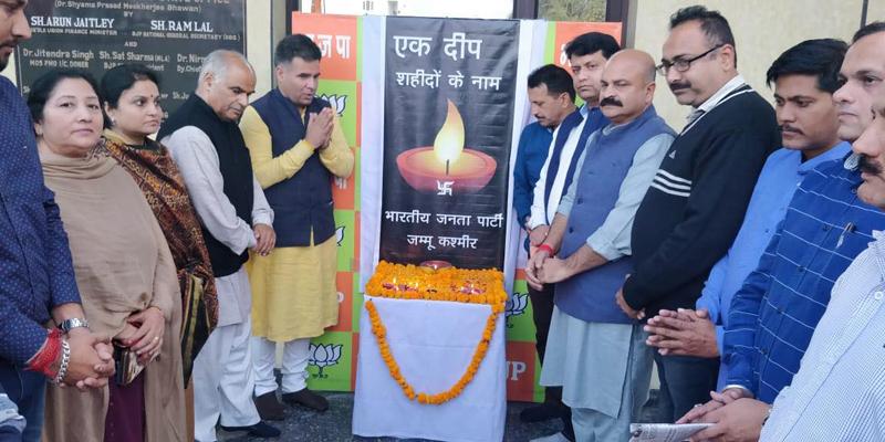 Senior BJP leaders observing 'Ek Deep Shaheedon Ke Naam' at Jammu.