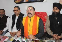 Pandit Rumil Sharma, head priest of Kal Bharav temple flanked by the leaders of other religions in a news conference at Jammu on Saturday. —Excelsior Rakesh