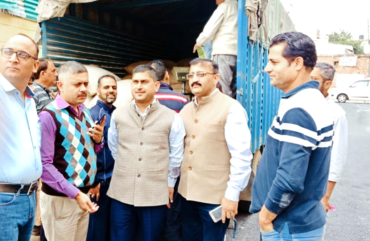 Amit Sharma, Director FCS&CA, along with other officers assessing ration supply to Darbar Move employees.