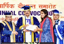 Vice President, M. Venkaiah Naidu presenting Awards and Gold Medals to the Students, at 46th Annual Convocation of All India Institute of Medical Sciences (AIIMS), in New Delhi.