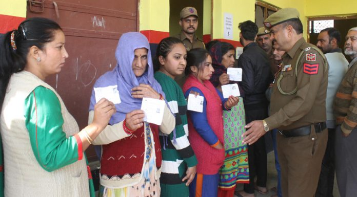 Voters queue up at Purkhoo in Bhalwal block of Jammu district on Saturday. —Excelsior/Rakesh