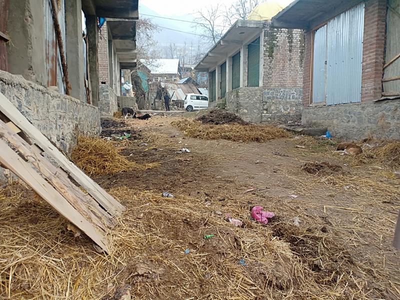 Aishmuqam shopping complex lying abandoned. —Excelsior/Sajad Dar