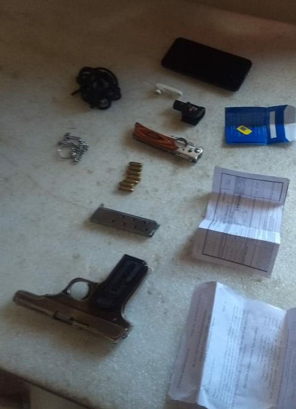 Pistol, ammunition and some other items recovered from a suspect in Mendhar on Tuesday. -Excelsior/Rahi Kapoor