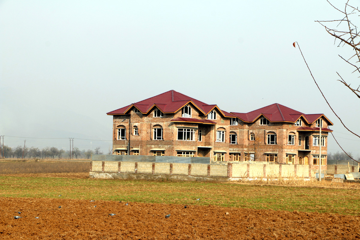 Construction in saffron land continues in South Kashmir's Pampore town. —Excelsior/Younis Khaliq