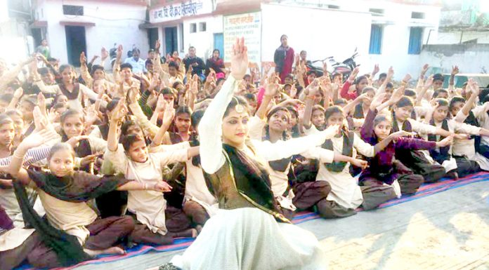 An artist performing Kathak dance in Ujjain on Wednesday. (UNI)