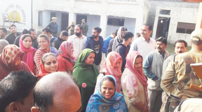 People in a long queue to cast their votes at a polling booth in Samba on Saturday. —Excelsior/Gautam
