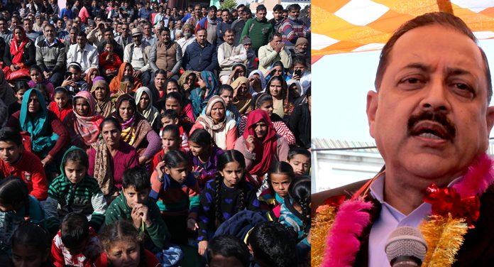 Union Minister, Dr Jitendra Singh addressing a public meeting at village Sajjana in Hiranagar Assembly segment on Tuesday. -Excelsior/Rakesh