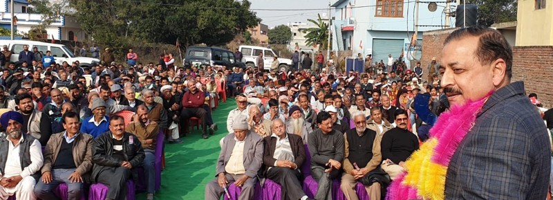 Union Minister, Dr Jitendra Singh addressing a BJP meeting at Kathua on Sunday. —Excelsior/Pardeep