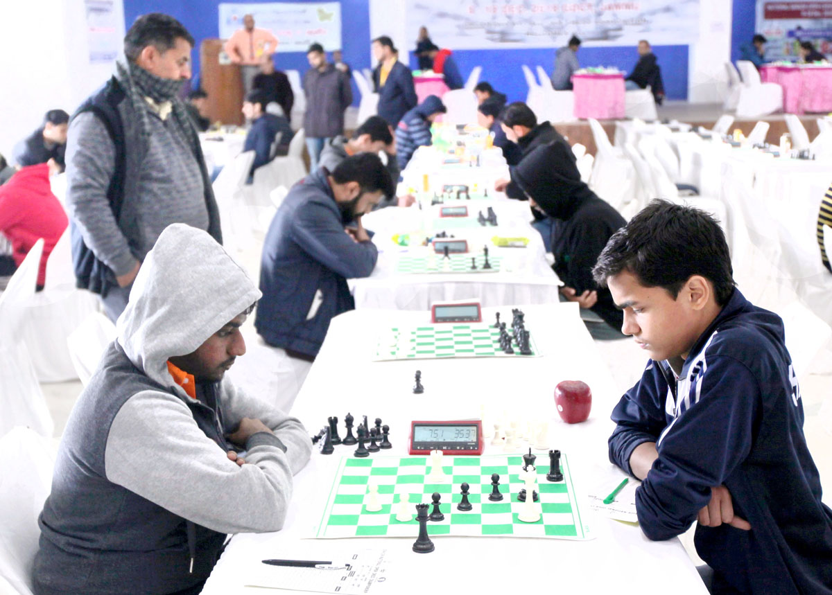 26 players leading at 2 points each in Senior National Chess