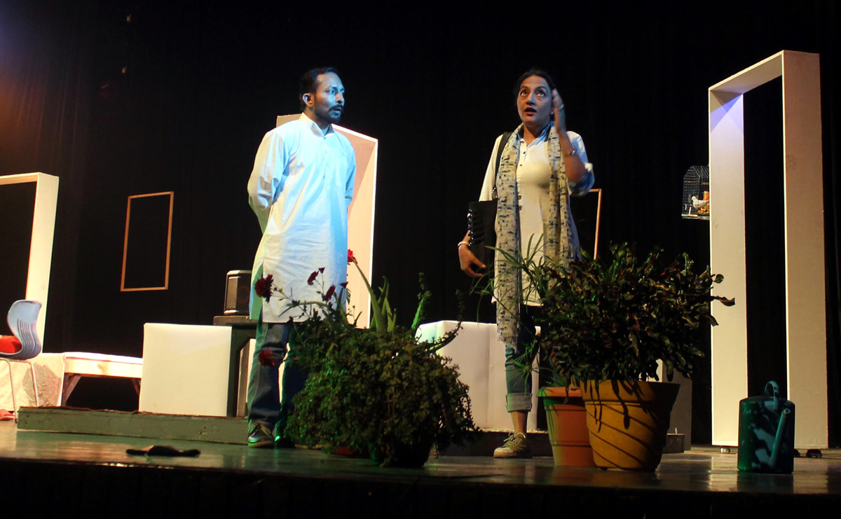 A scene from play 'Sir Sir Sarla' staged by Pancham at Abhinav Theatre on Wednesday. -Excelsior/Rakesh