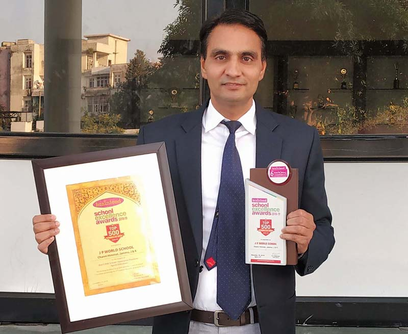 Principal JP World School, Jitinder Singh Hundal displaying award.