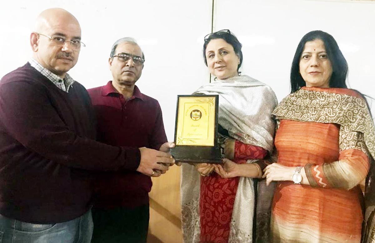 Dr Indu Kaul and Dr Sudhaa Sharma being awarded during 'Gynae Endocon' Conference in Jammu.