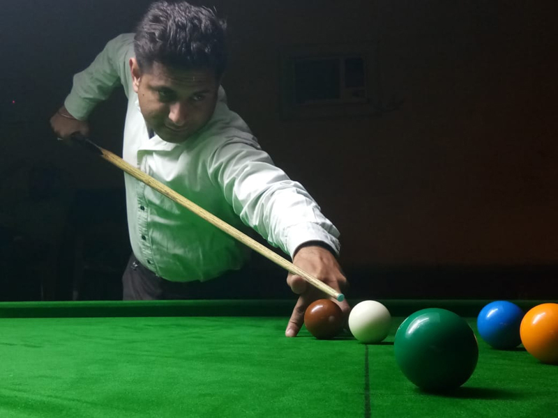 A cueist in action during Senior Snooker match at Billiards Hall, MA Stadium Jammu on Friday. —Excelsior/Rakesh