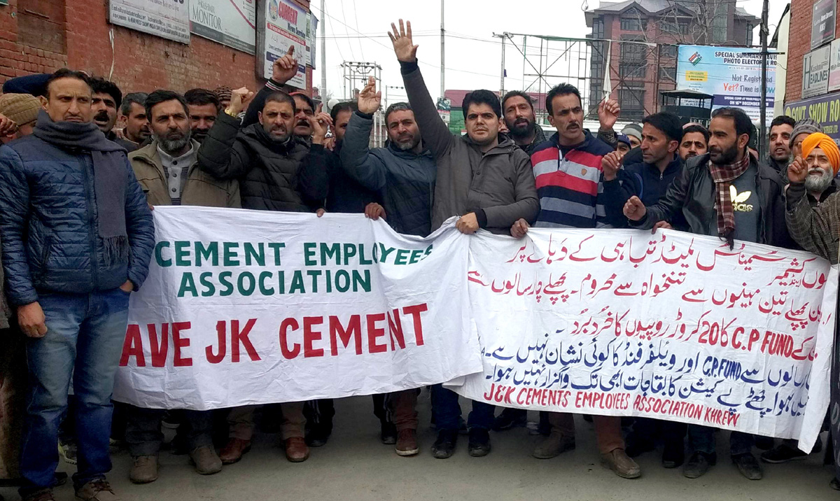 JK Cement employees protesting in Srinagar. — Excelsior/Shakeel