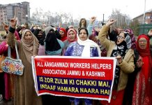 Anganwadi workers protesting in Srinagar on Thursday. — Excelsior/Shakeel