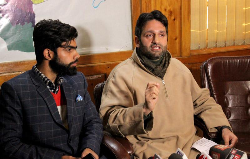 Deputy Mayor addressing a press conference at Srinagar. —Excelsior/Shakeel