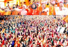 People raising their hands to endorse Saint's demand on construction of Ram Temple at Ayodhya on Sunday. -Excelsior/Rakesh