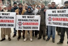 Qamarwari traders protesting at Press Enclave Srinagar. — Excelsior/Shakeel