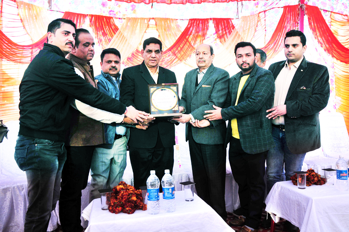 Ware House-Nehru Market traders felicitating the JMC Mayor at Jammu on Monday.