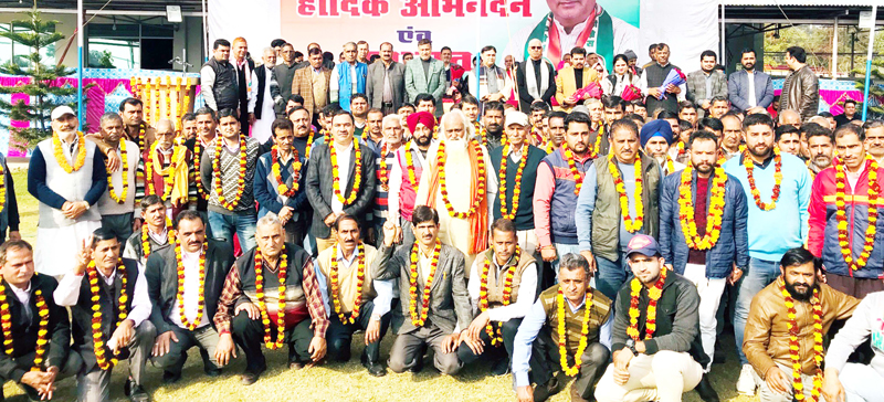 Former Minister Sham Lal Sharma & ex-MP Madan Lal Sharma alongwith elected Panchayat members during meeting at Akhnoor.