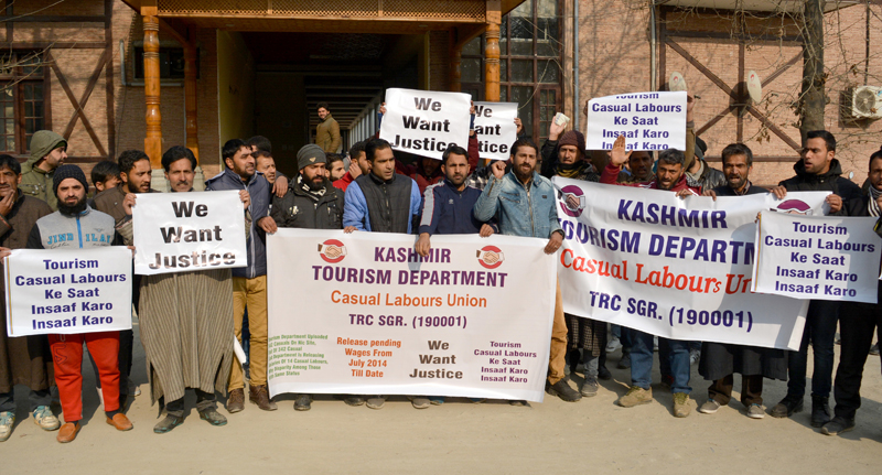 Tourism casual labourers protesting in Srinagar. — Excelsior/Shakeel