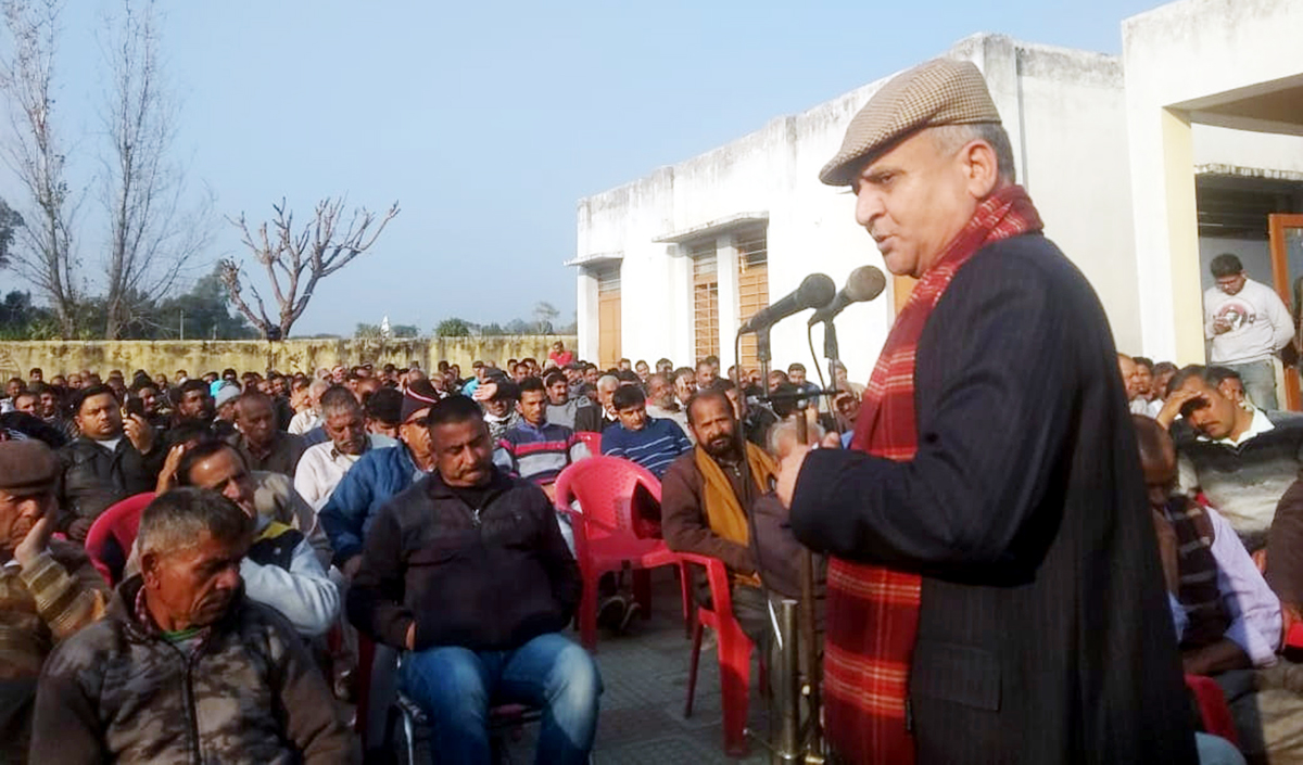 Former DyCM, Tara Chand addressing Congress workers' meeting in Khour on Sunday.